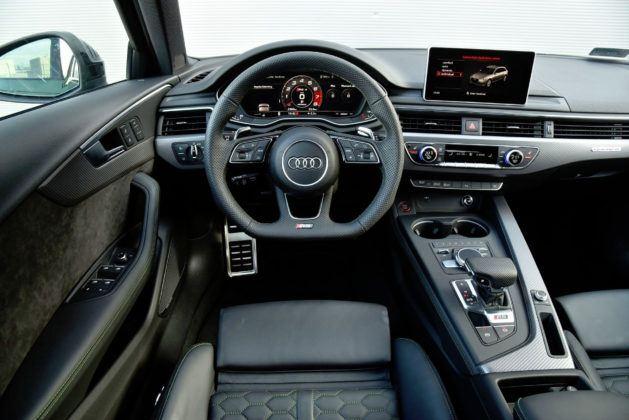 Audi RS 4 - deska rozdzielcza