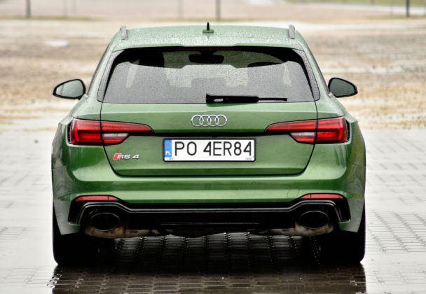 Audi RS 4 - tył