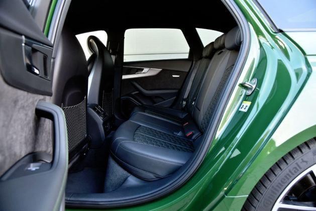 Audi RS 4 - tylna kanapa