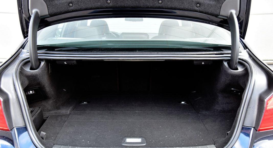 BMW 530e - bagażnik
