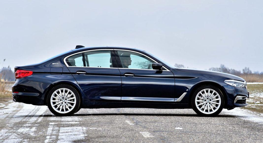 BMW 530e - bok