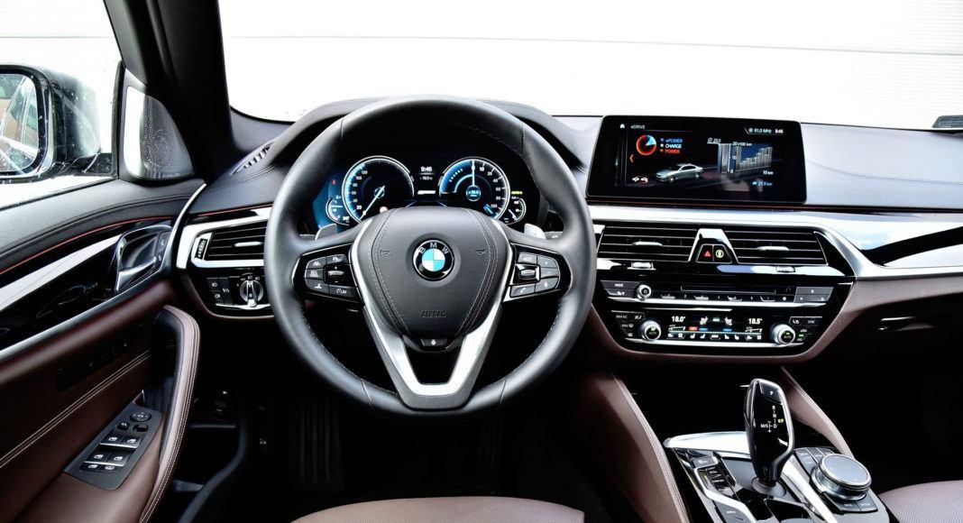 BMW 530e - deska rozdzielcza