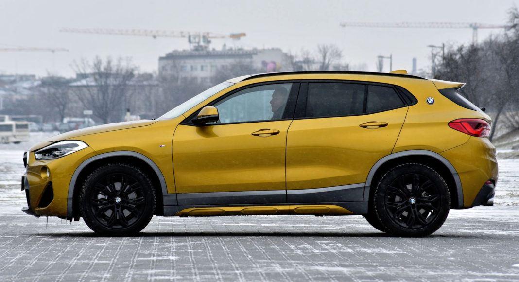 BMW X2 - bok
