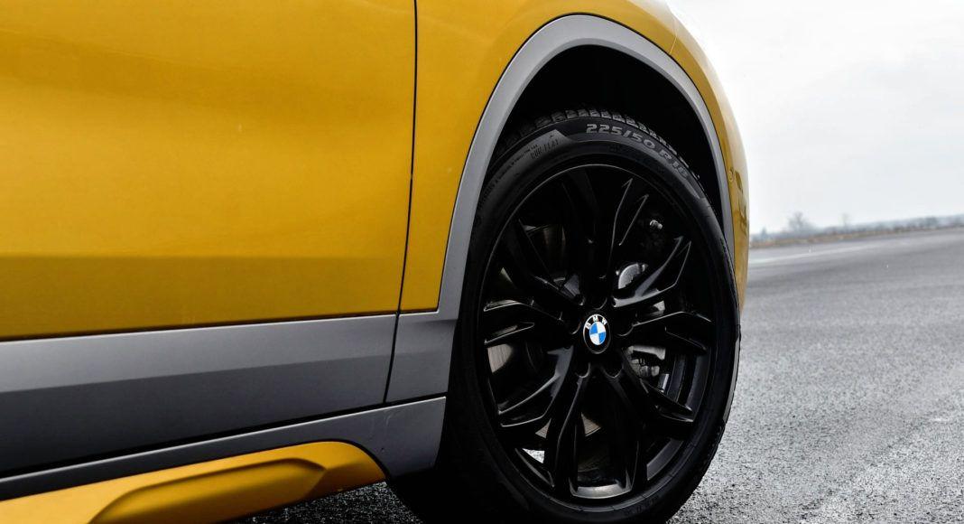 W BMW zastosowano 18-calowe felgi. Rozmiar opon: 225/50 R18.