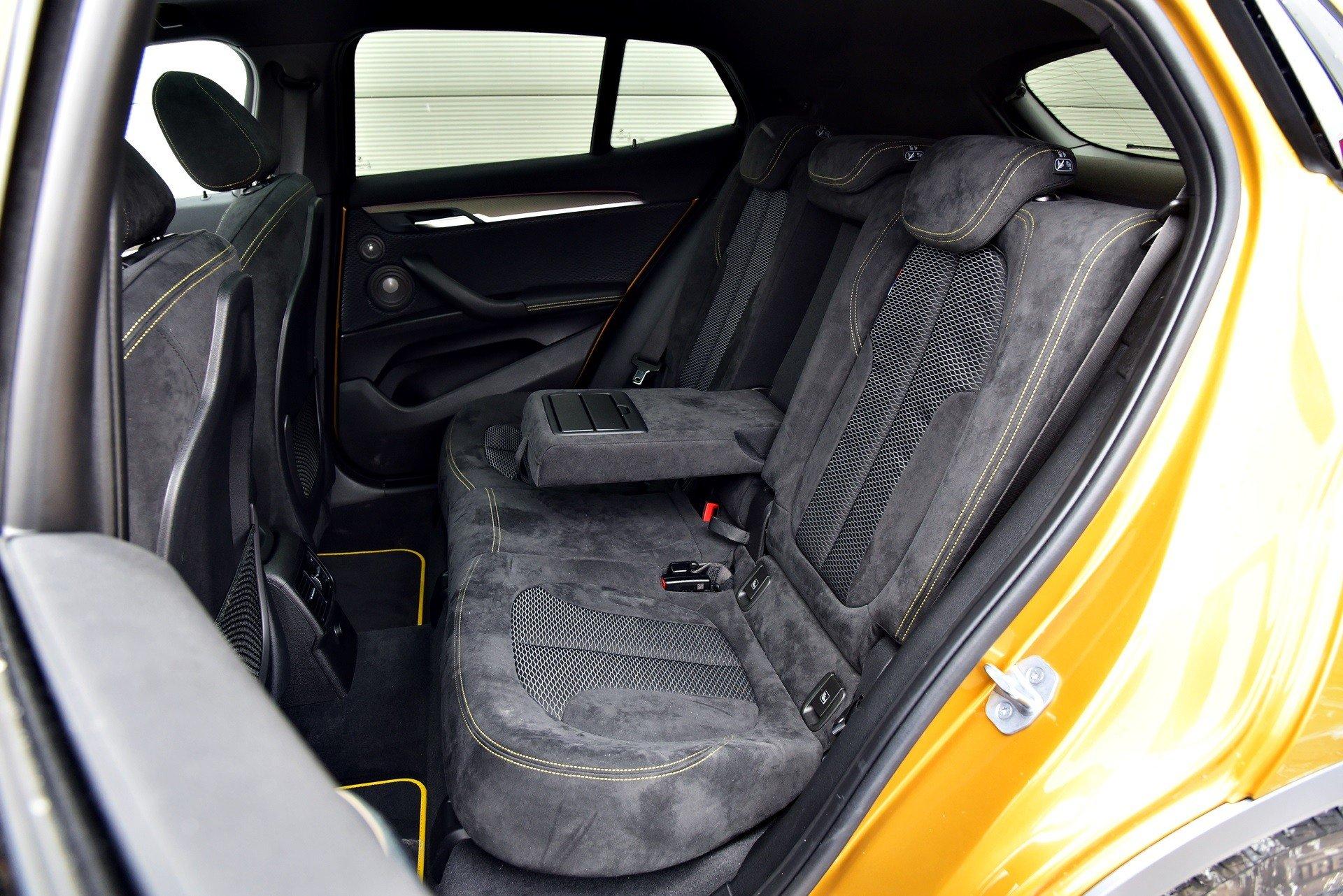 BMW X2 - tylna kanapa