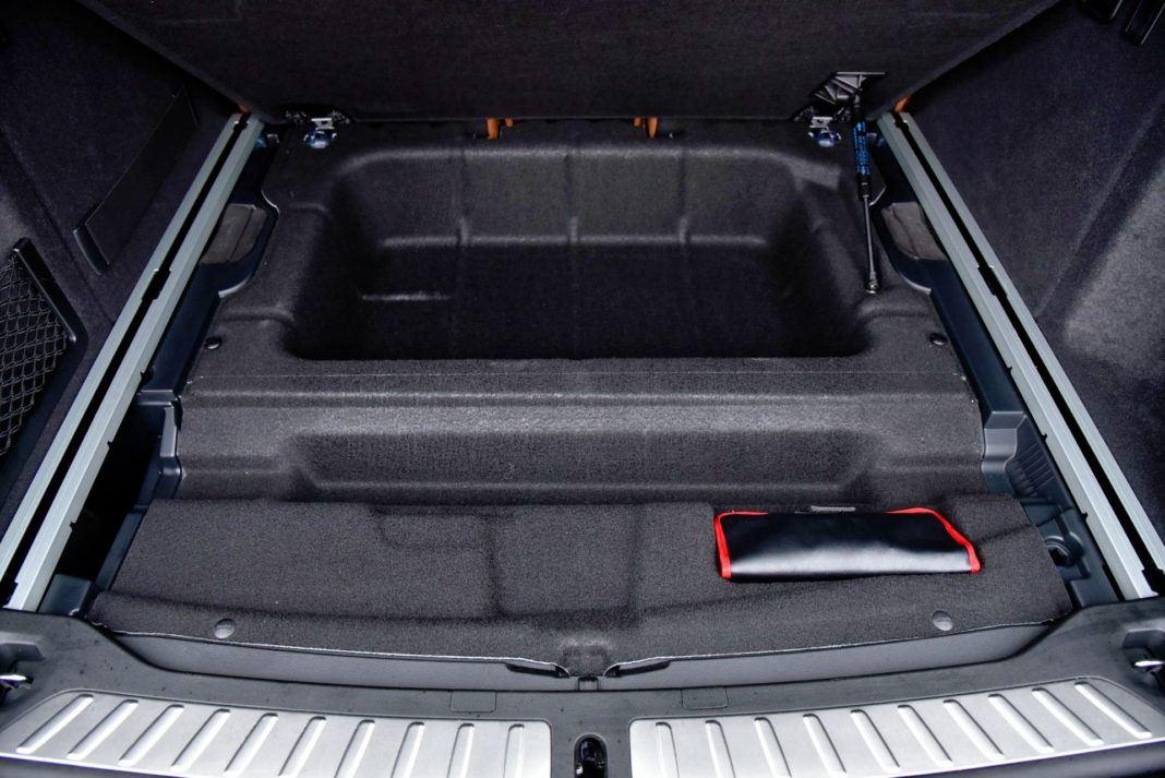 BMW X3 - schowek pod podłogą bagażnika