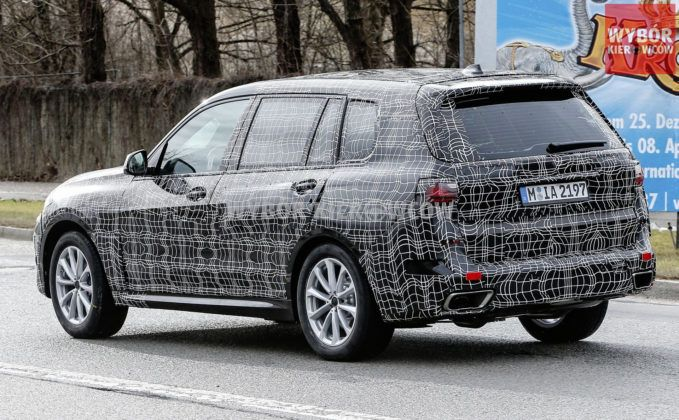 BMW X7 - tył