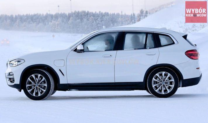 BMW iX3 - bok