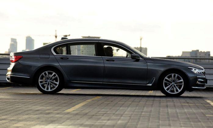 BMW serii 7 - bok