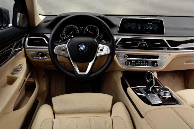 BMW serii 7 - deska rozdzielcza