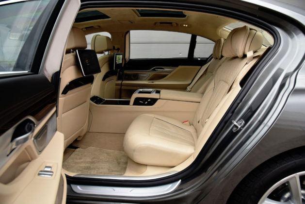 BMW serii 7 - tylna kanapa