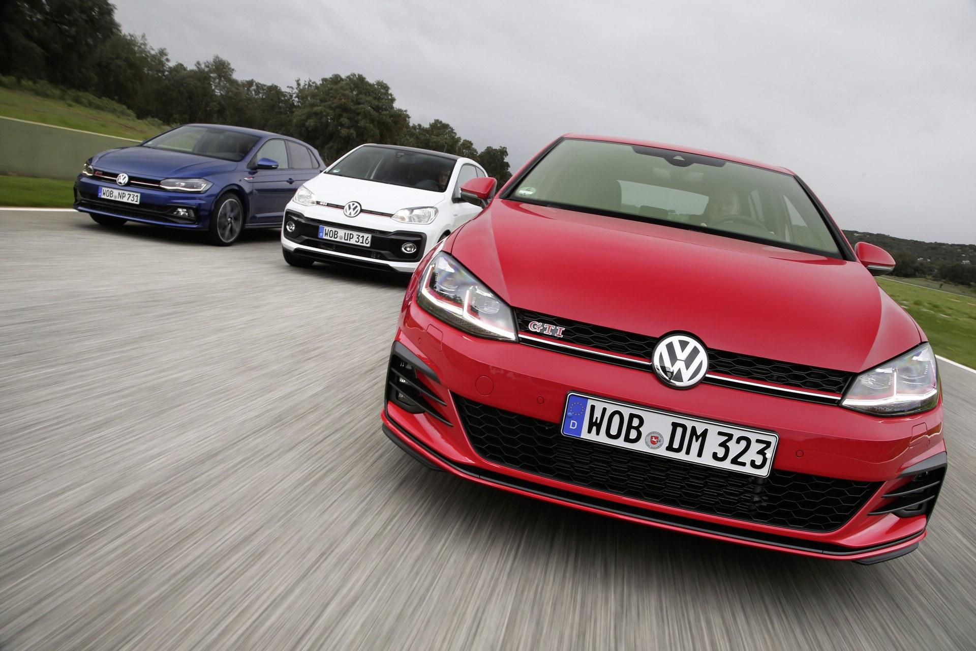 GTI od lat jest synonimem sportu i codziennej użyteczności W obecnej gamie Volkswagen ma trzy takie samochody – malutkiego up a miejskie Polo i