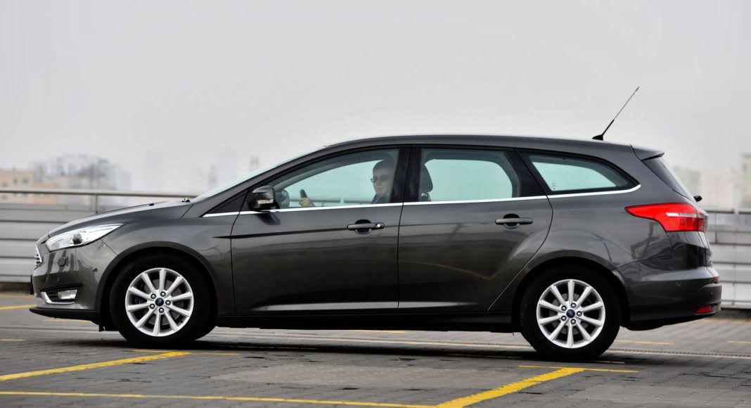Ford Focus - bok