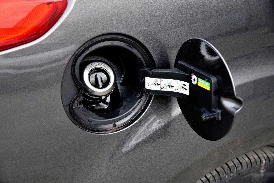 Ford Focus - wlew paliwa