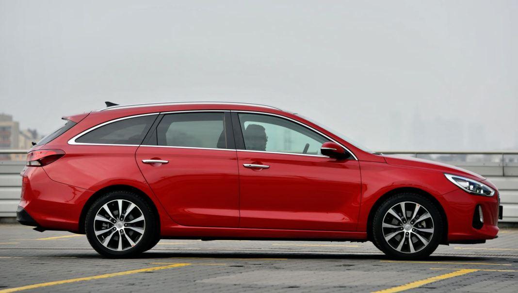 Hyundai i30 - bok