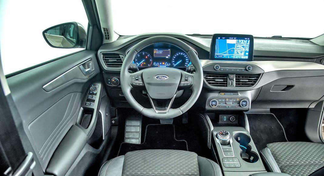 Nowy Ford Focus - deska rozdzielcza