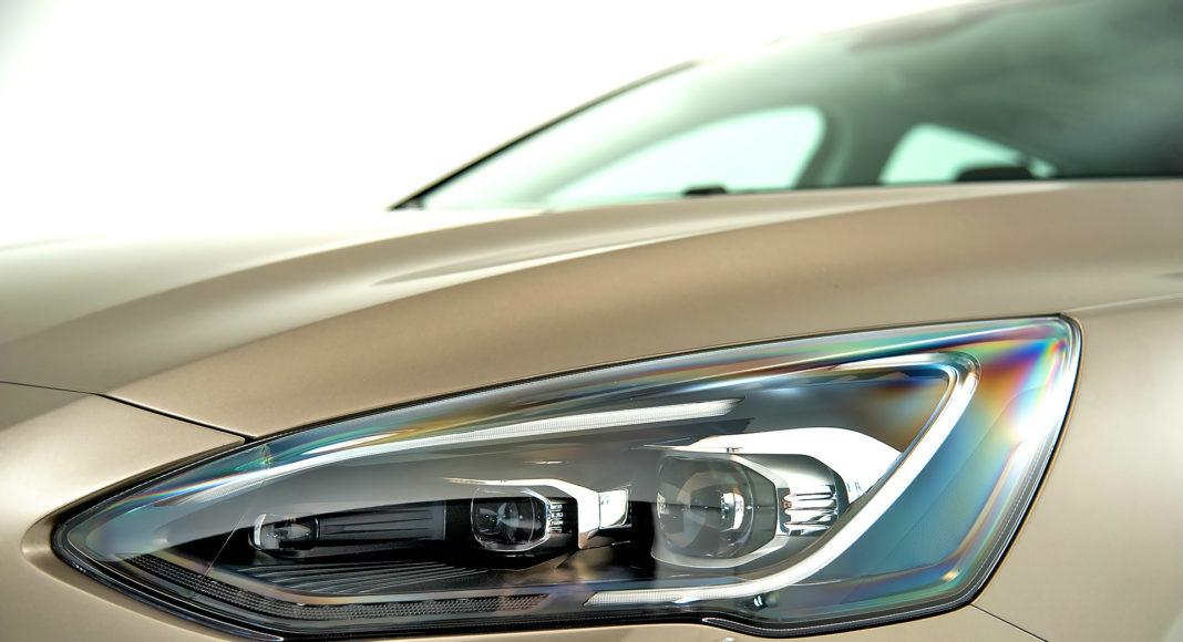 Nowy Ford Focus - reflektor