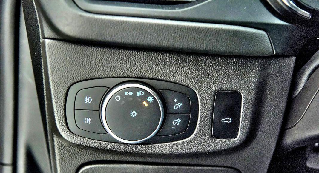 Nowy Ford Focus - włącznik świateł