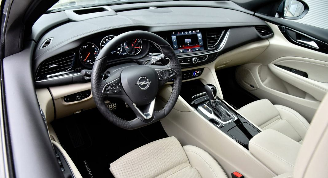 Opel Insignia - kokpit