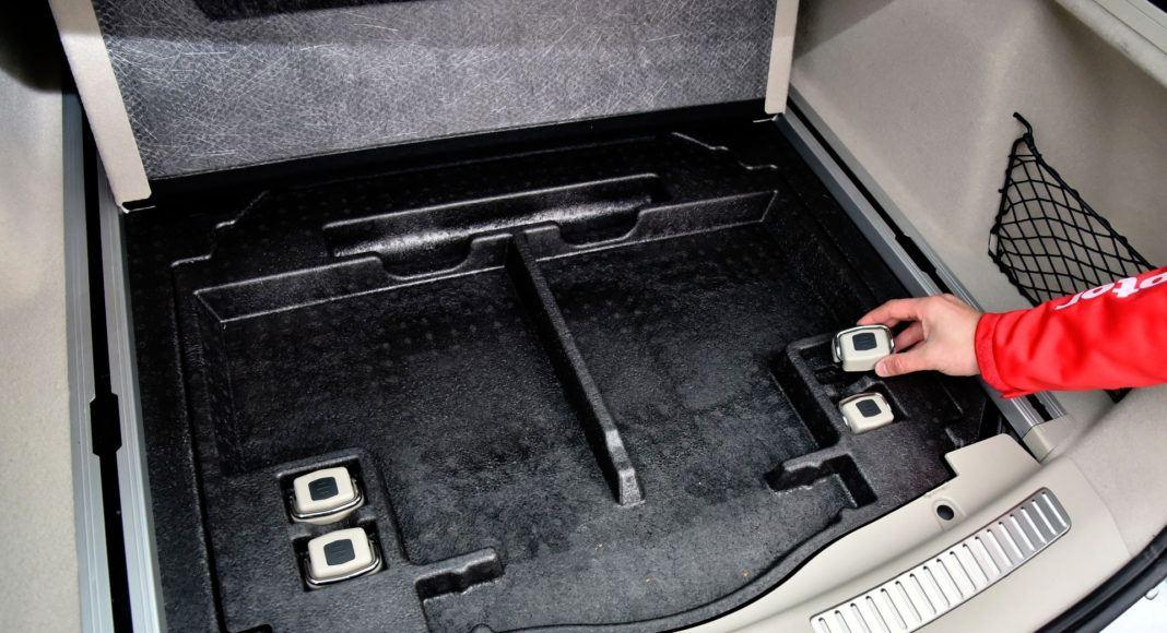 Pod podłogą bagażnika znalazł się schowek.