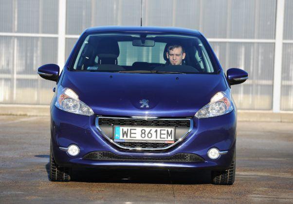 Peugeot 208 - przód