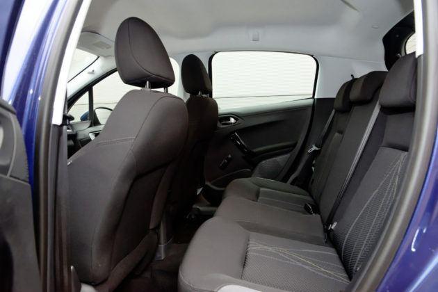 Peugeot 208 - tylna kanapa