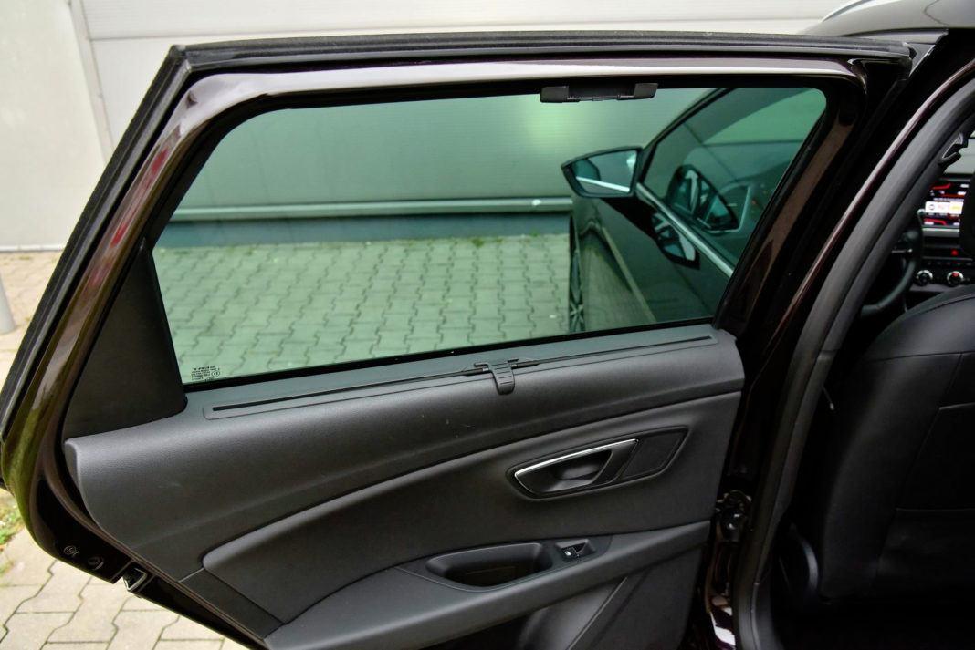 Seat Leon - roleta drzwi