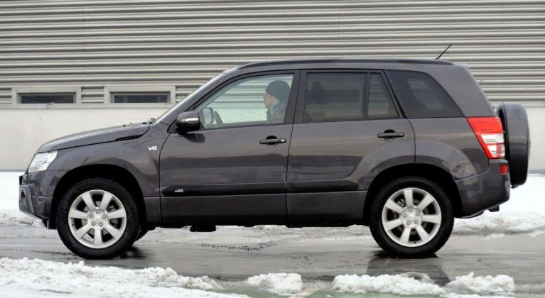 Suzuki Grand Vitara - bok
