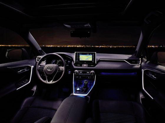 Toyota RAV4 - deska rozdzielcza (2)