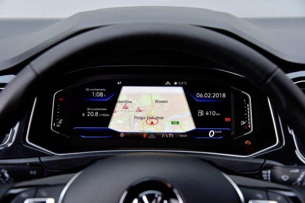 Wirtualne zegary przedstawiają m.in. mapę nawigacji.