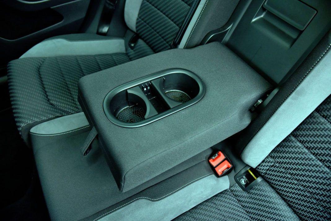 Volkswagen Golf - podłokietnik tył