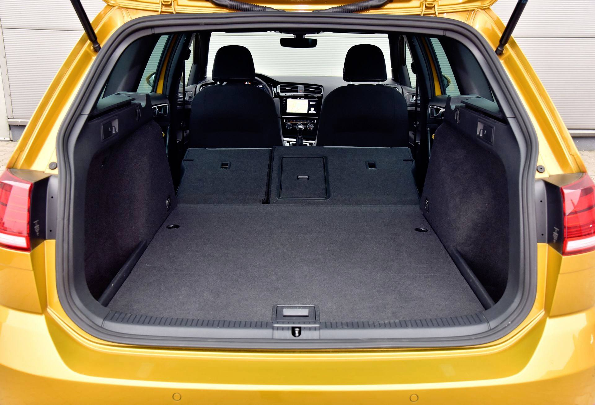 Volkswagen Golf - powiększony bagażnik