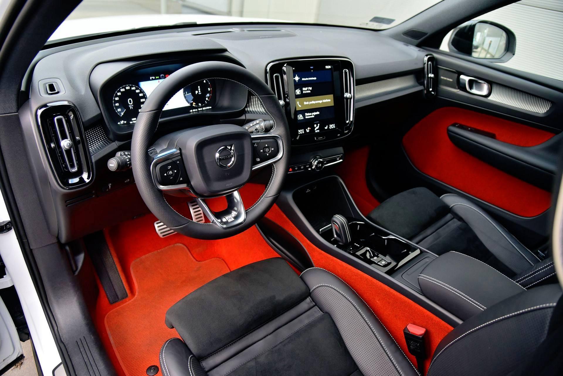Volvo XC40 - deska rozdzielcza