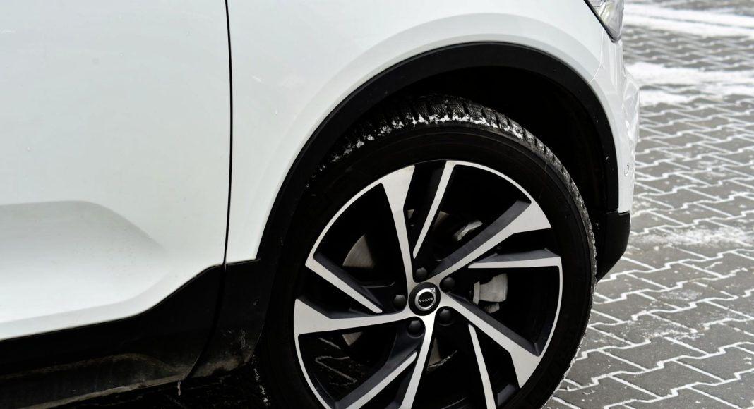 Felgi Volvo mają aż 20 cali (opony 245/45).
