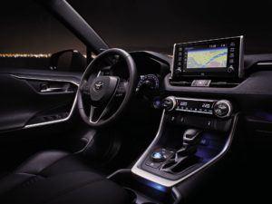Nową Toyotę RAV4 wyposażono w wiele systemów bezpieczeństwa.