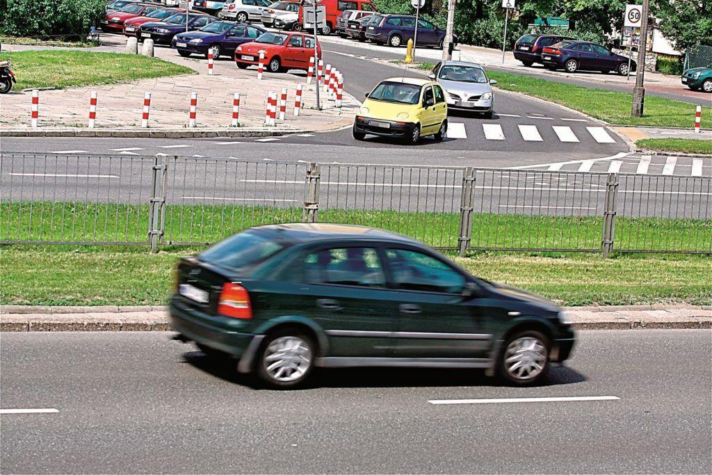 Kiedy skrzyżowanie nie odwołuje ograniczenia prędkości?