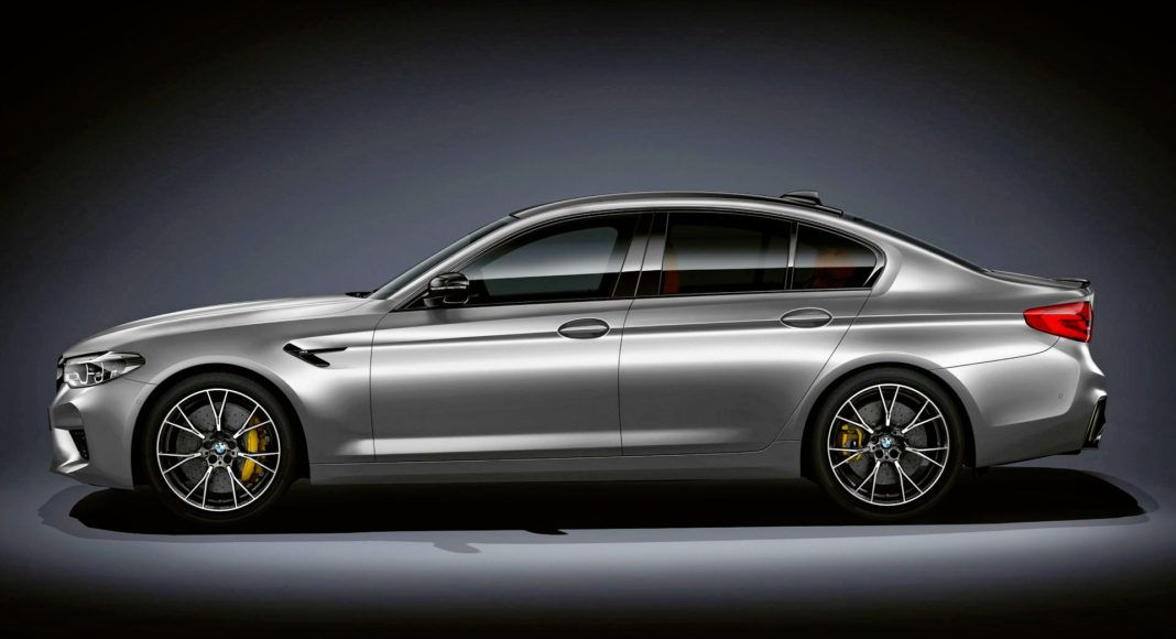 BMW M5 Competition - bok