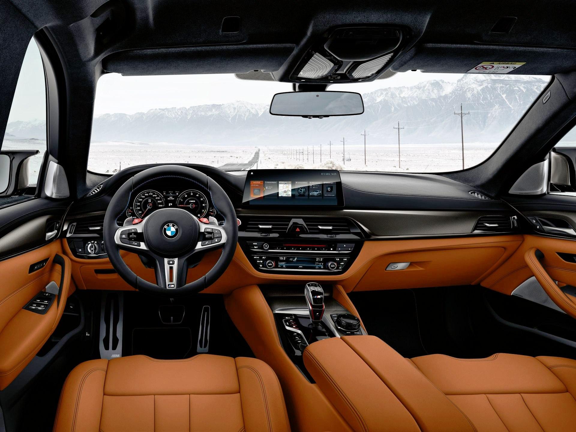 BMW M5 Competition - deska rozdzielcza