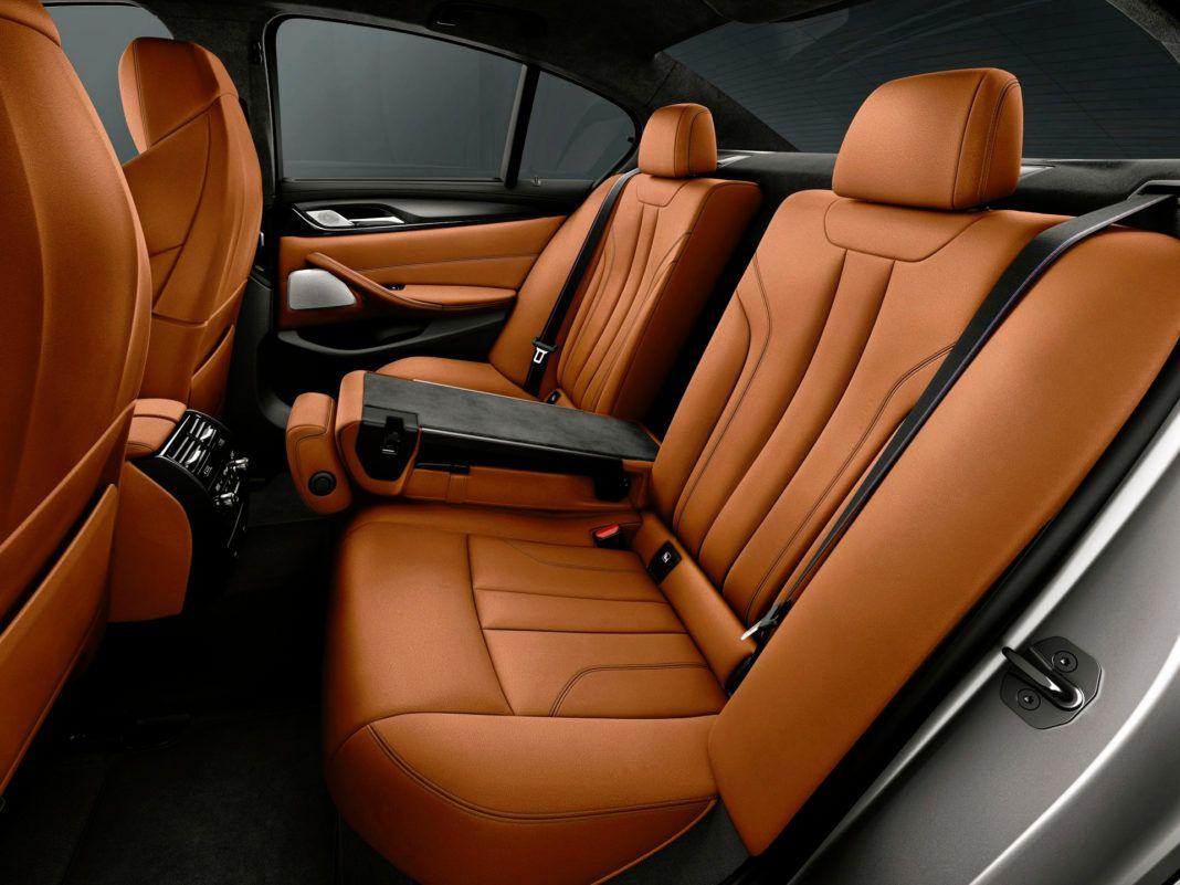 BMW M5 Competition - tylna kanapa