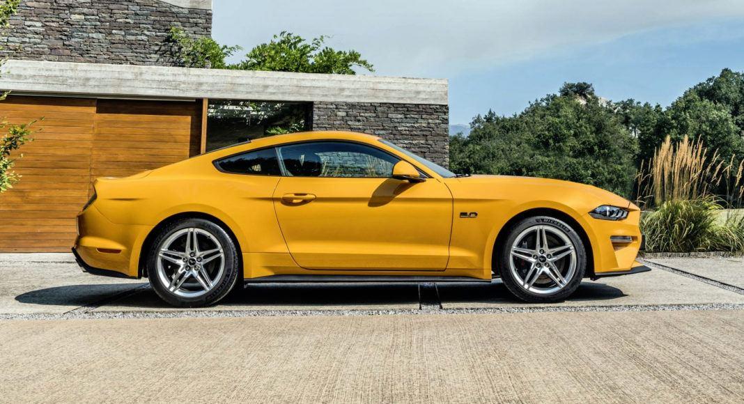 Ford Mustang FL - bok