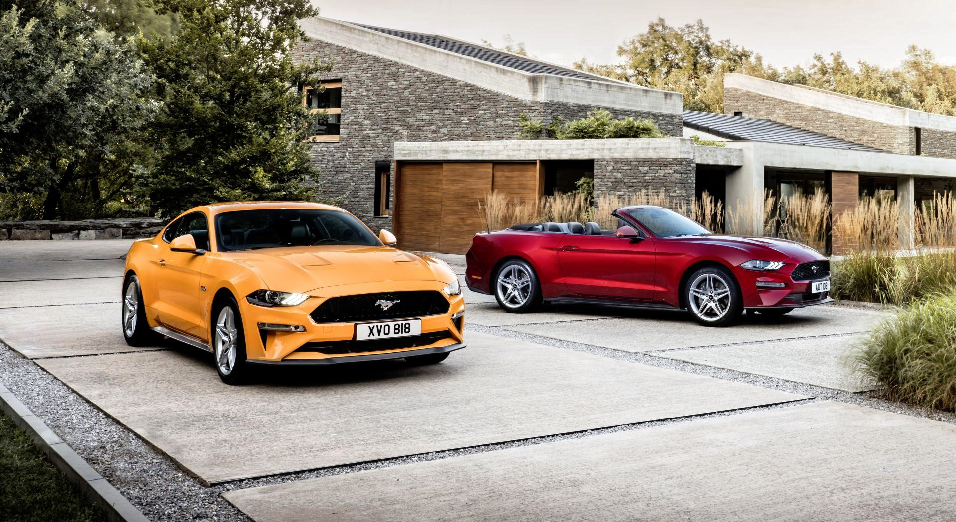 Ford Mustang coupe i cabriolet