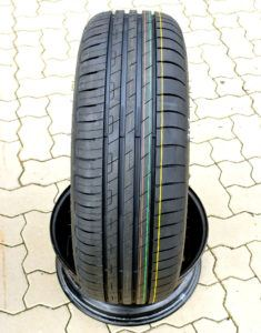 Goodyear EfficientGrip Performance - bieżnik