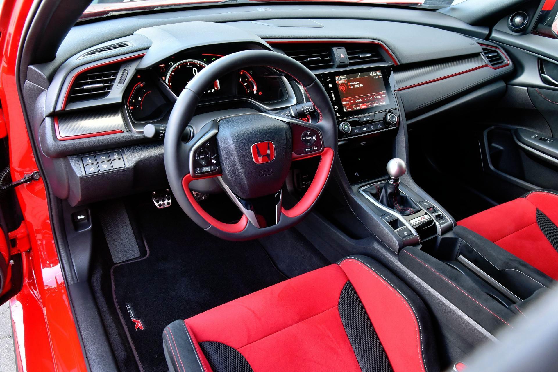 Honda Civic Type R - deska rozdzielcza