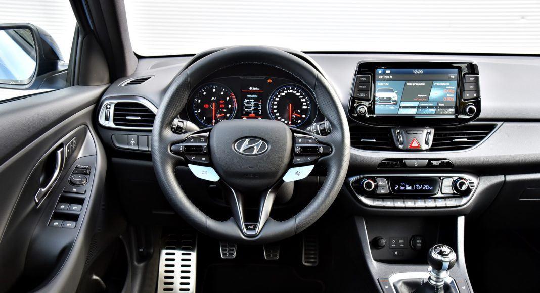 Hyundai i30 N - deska rozdzielcza