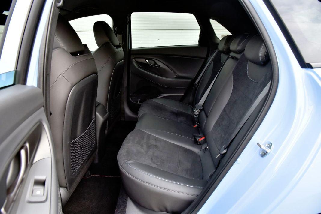 Hyundai i30 N - tylna kanapa