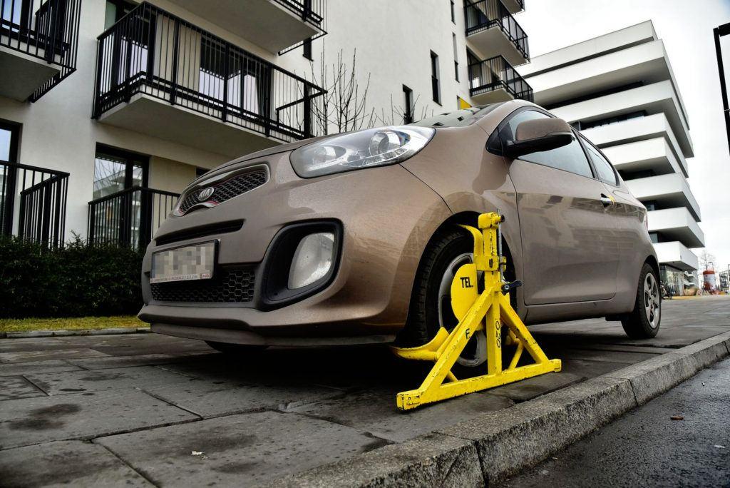 Nieprawidłowe parkowanie - blokda