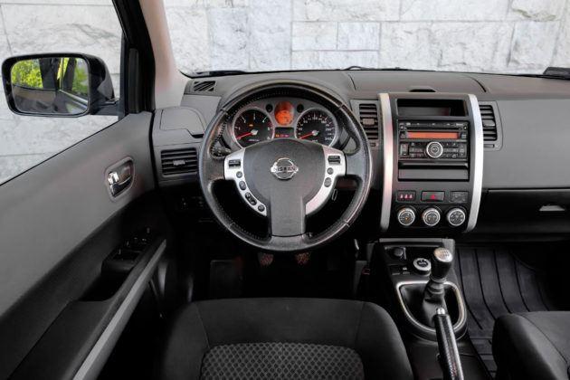 Nissan X-Trail - deska rozdzielcza