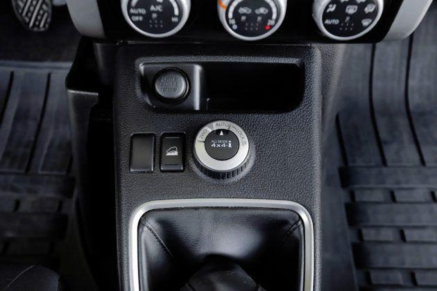 Nissan X-Trail - pokrętło napędu