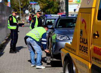Odholowanie samochodu. Kiedy jest możliwe i ile kosztuje? Podstawa prawna