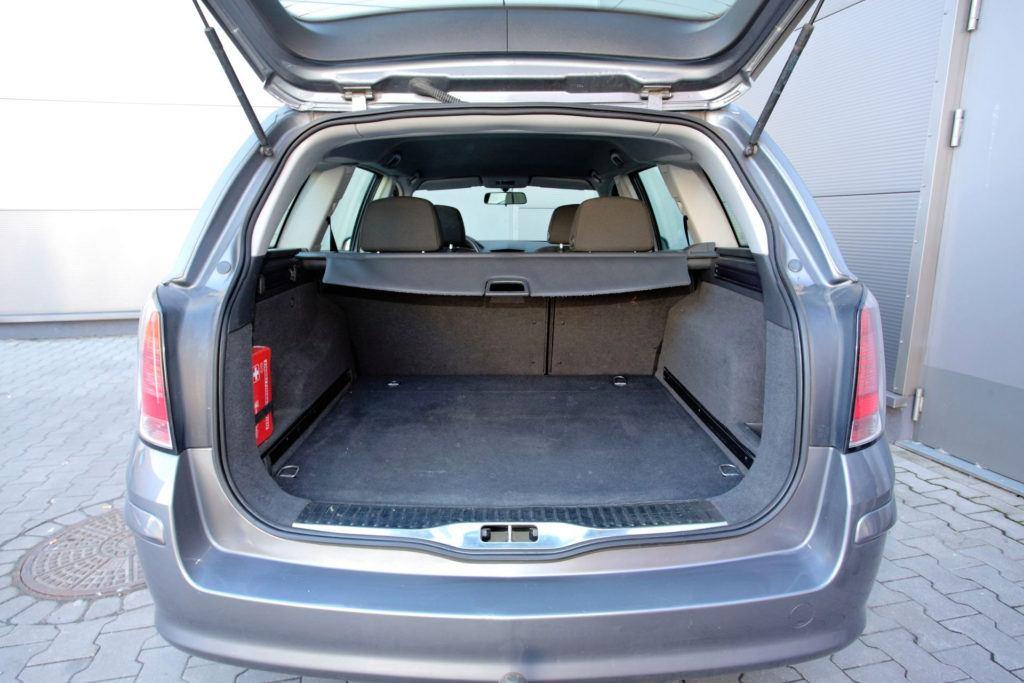 Opel Astra III Kombi - bagażnik